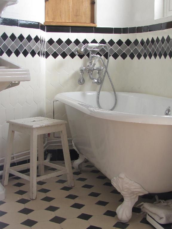 cramique salle de bain algerie en nuances de gris des magnifiques faences des salles de bain - Carrelages Pour Chambre De Fille En Algerie