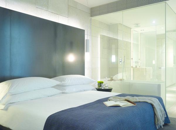 Salle de bain vitree maison com for Salle de bain ouverte sur chambre