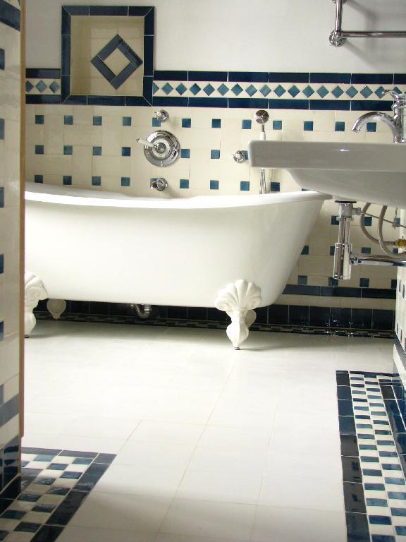 Pass recompos les c ramiques du beaujolais tous for Salle de bain style urbain