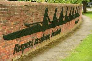 decorer un mur exterieur The-serendipity-garden