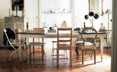 Chaises depareillees_La maison n-est pas une salle d-exposition c-est la vie_Ikea-live-2015-08