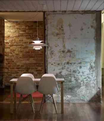 salle à manger murs bruts Regards-et-maisons-via-Archidaily